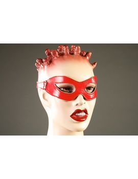 Красная лакированная маска-очки