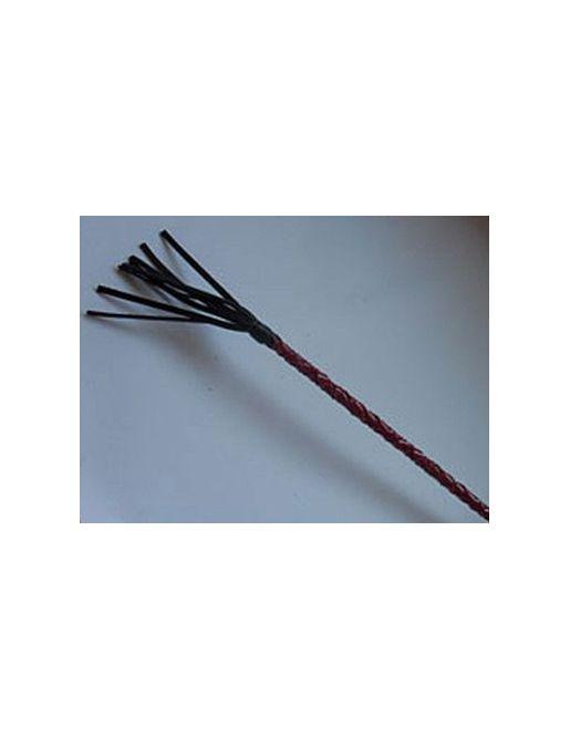 Плетеный короткий красный стек с наконечником в виде длинной кисточки - 70 см.